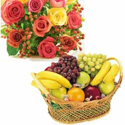 12 Mix Roses+ 2 Kg Fruits