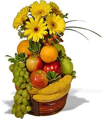 12 roses vase Basket of 2kg.fruits